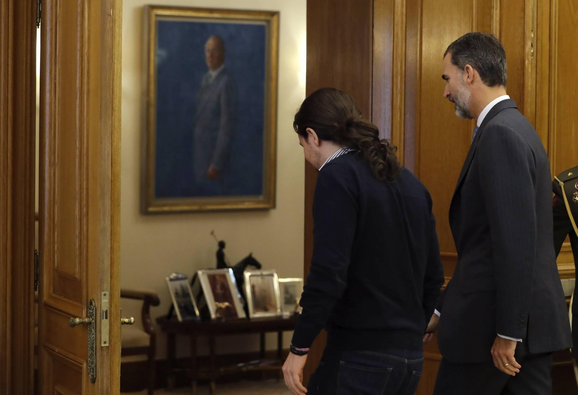 Pablo Iglesias, junto al Rey Felipe VI.