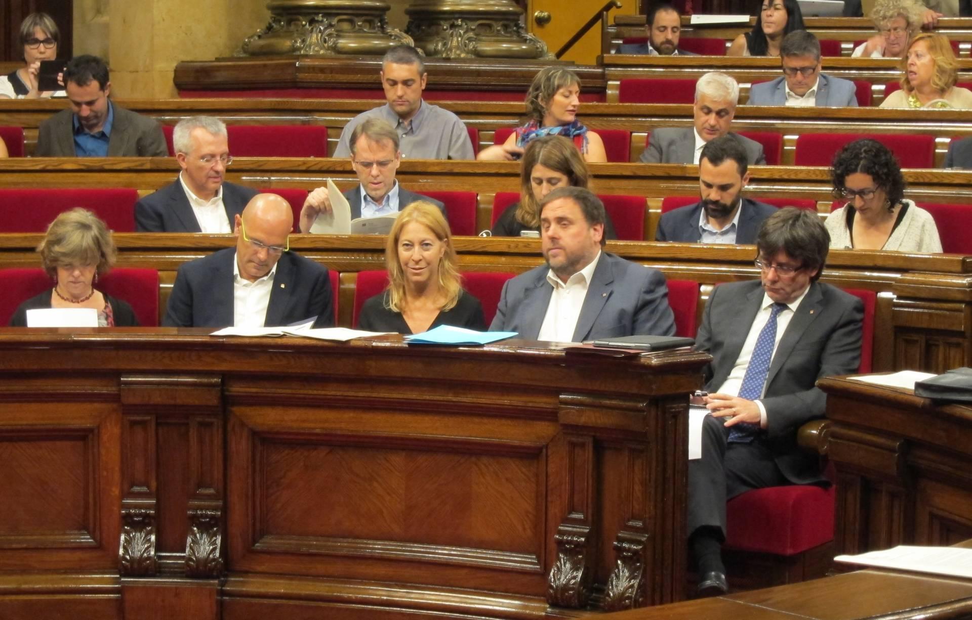 Junts pel Sí y la CUP han pedido un pleno extraordinario este viernes para avanzar en la preparación del referéndum de independencia.