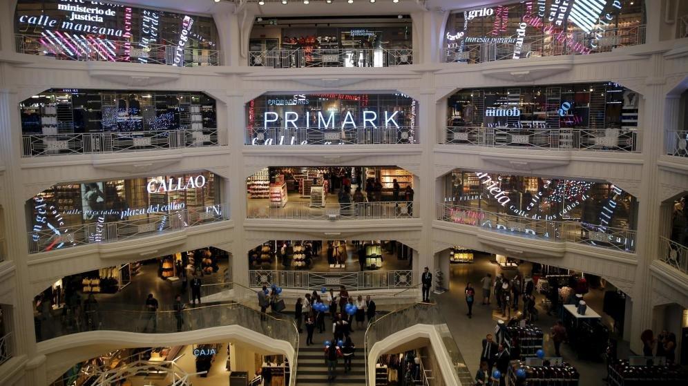 Interior de la tienda de Primark en la Gran Vía de Madrid.