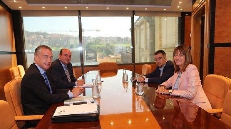 El lehendakari en funciones Iñigo Urkullu y la líder del PSE, Idoia Mendia.