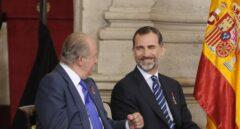 El Rey Juan Carlos I y un empresario catalán pagaron 447.000 euros por la luna de miel de Felipe y Letizia