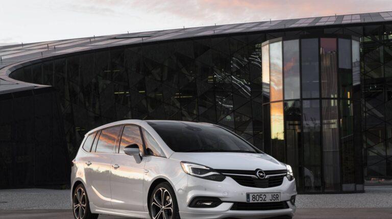 El nuevo Opel Zafira luce un frontal inspirado en el de su hermano, el Astra, para conseguir la buscada imagen de familia Opel.