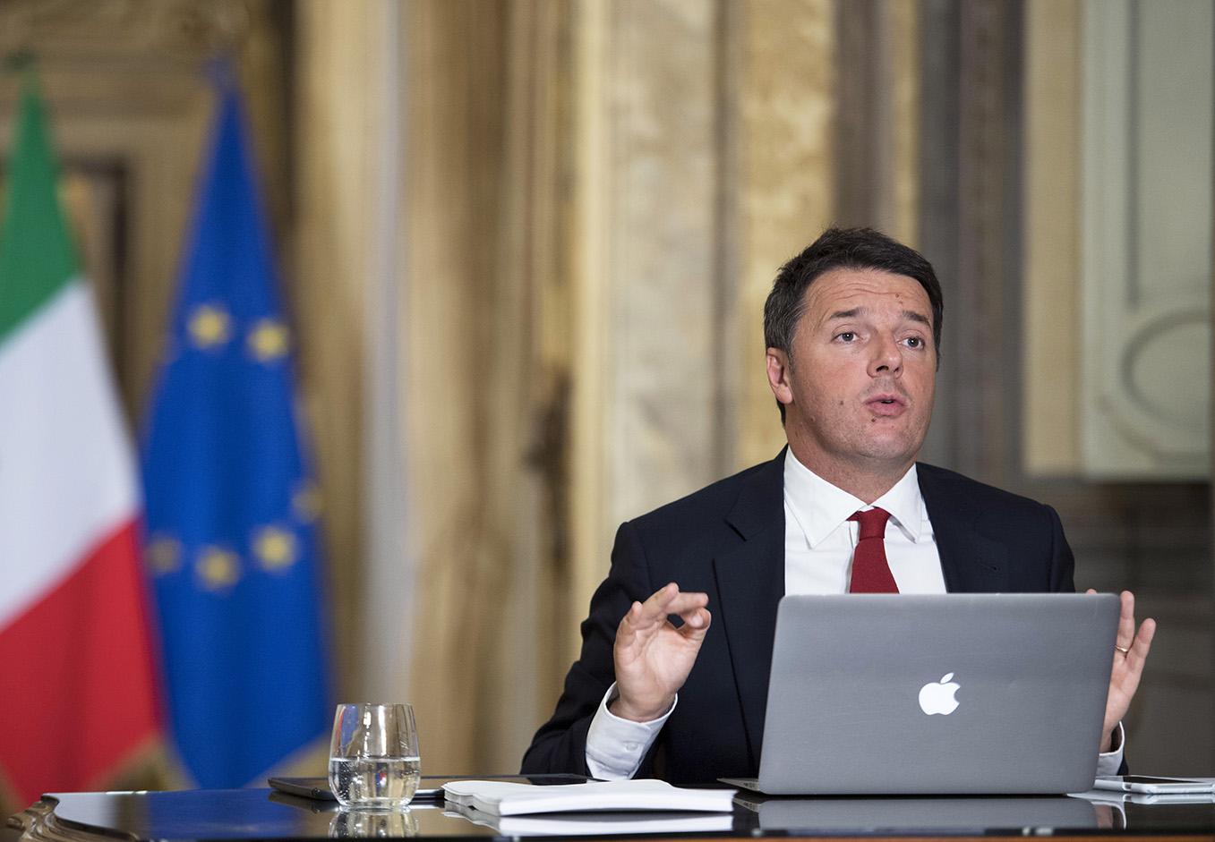Matteo Renzi contesta a los ciudadanos en Twitter