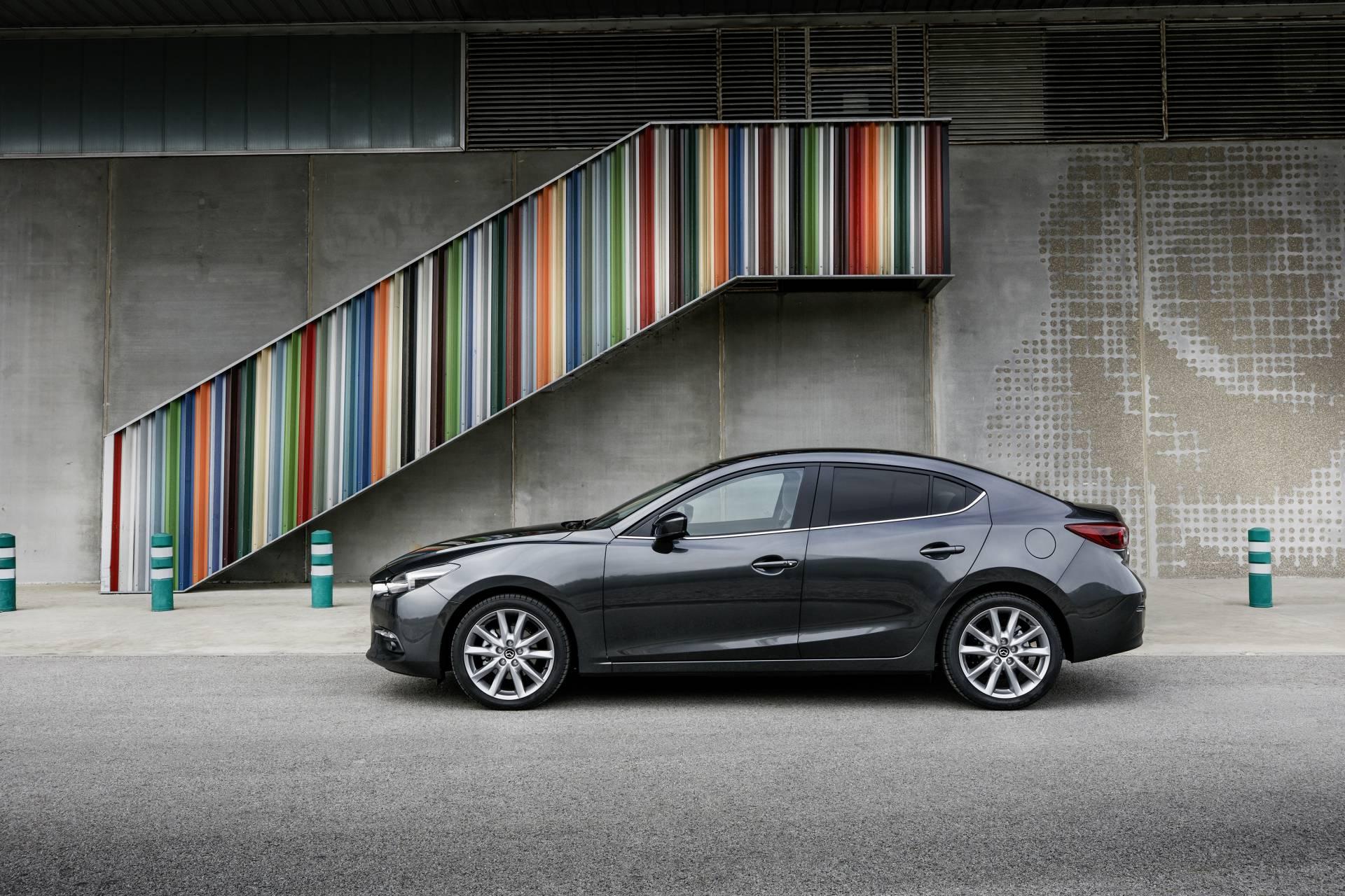 El nuevo Mazda versión cuatro puertas
