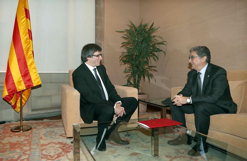 Carles Puigdemont y Enric Millo, durante la reunión.