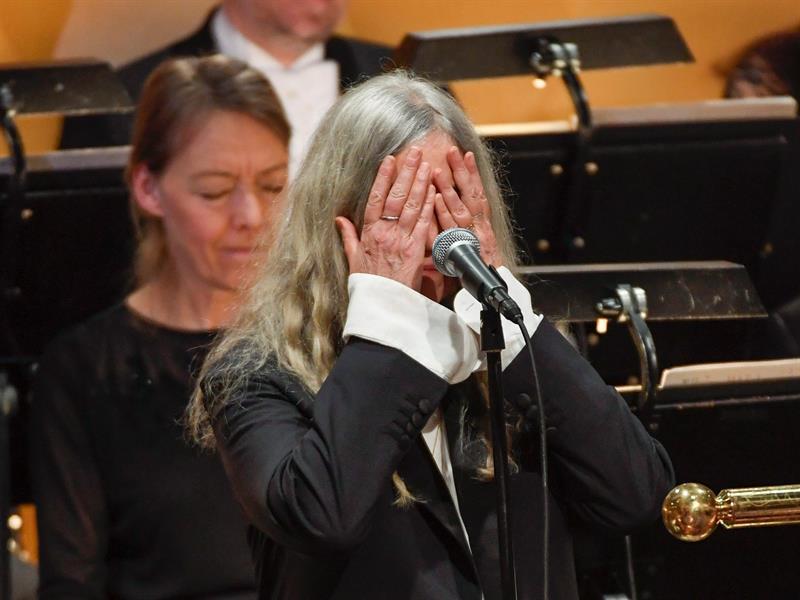 Patti Smith durante la ceremonia de los Nobel.
