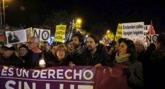 Pablo Iglesias, junto a Rafa Mayoral e Irene Montero, en una manifestación contra la pobreza energética, este miércoles.