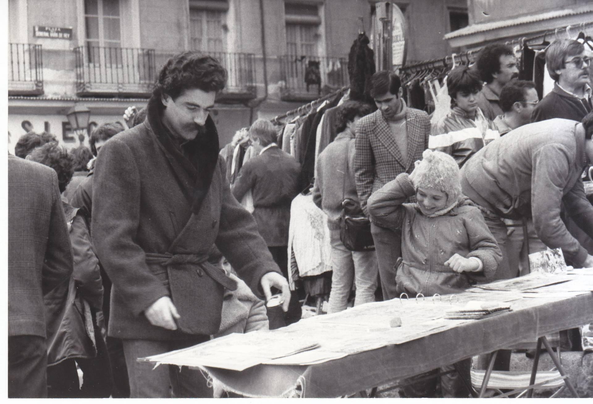 Alberto Gómez Font en El Rastro a principios de los 80.