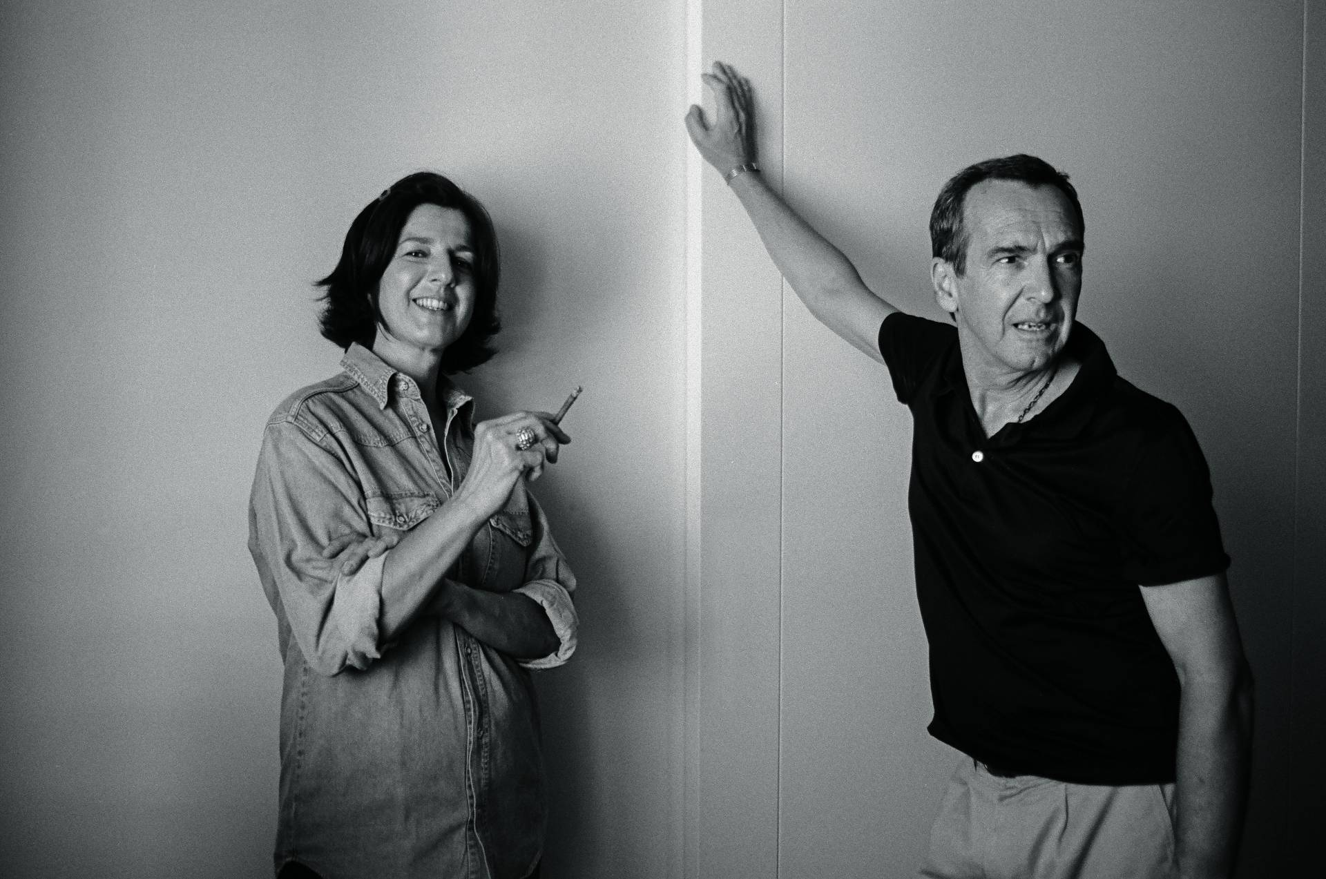 Beatriz Llamas con su sortija 'Cesta' y Jaime García Andrade con la pulsera 'Jaime'.