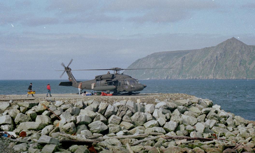 La Guarda Aérea Nacional de Alaska, en el helipuerto de Diomede.