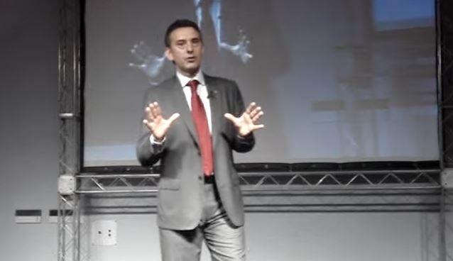 Germán Cardona, durante una charla a sus empleados.