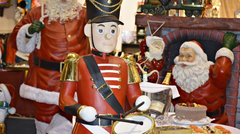 Los mercadillos de productos navideños llenan las calles lisboetas.