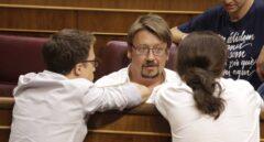 Xavier Domenech, conversando en el Congreso de los Diputados con Pablo Iglesias e Iñigo Errejón.