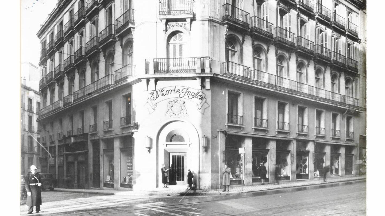 Fachada de uno de los primeros centros de El Corte Inglés en Madrid.