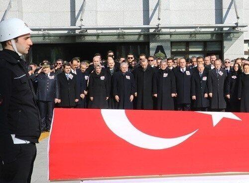 Funeral de un policía muerto en Ankara, con la presencia del presidente turco, Recep Tayyip Erdogan.