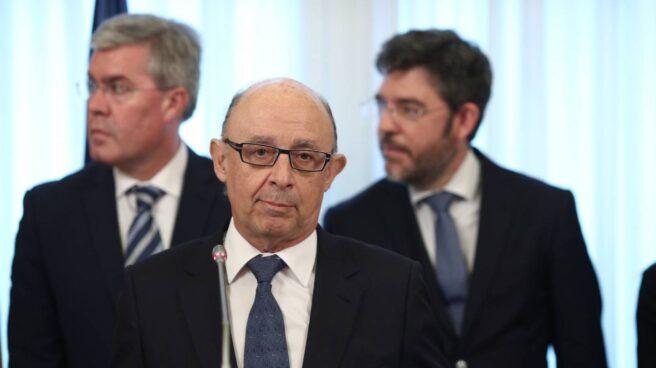 Cristóbal Montoro y los secretarios de Estado José Enrique Fernández y Alberto Nadal.