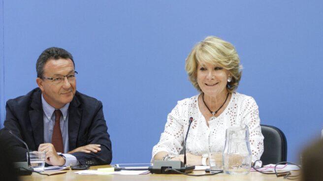 Iñigo Henríquez de Luna, junto a Esperanza Aguirre.