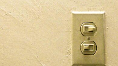 Endesa suspende los cortes de luz por impago e Iberdrola y Naturgy permiten pagar a plazos el recibo