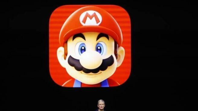 El consejero delegado de Apple, Tim Cook, durante el anuncio de la llegada de la aplicación de Mario Bros.