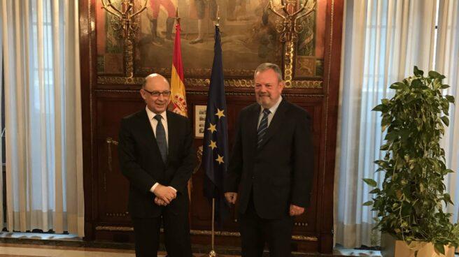 Cristóbal Montoro y Pedro Azpiazu, este lunes.