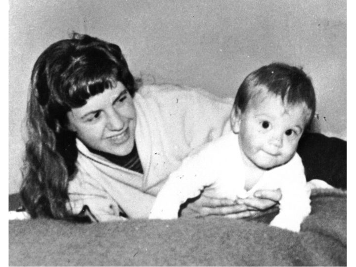 Sylvia Plath y su hijo.