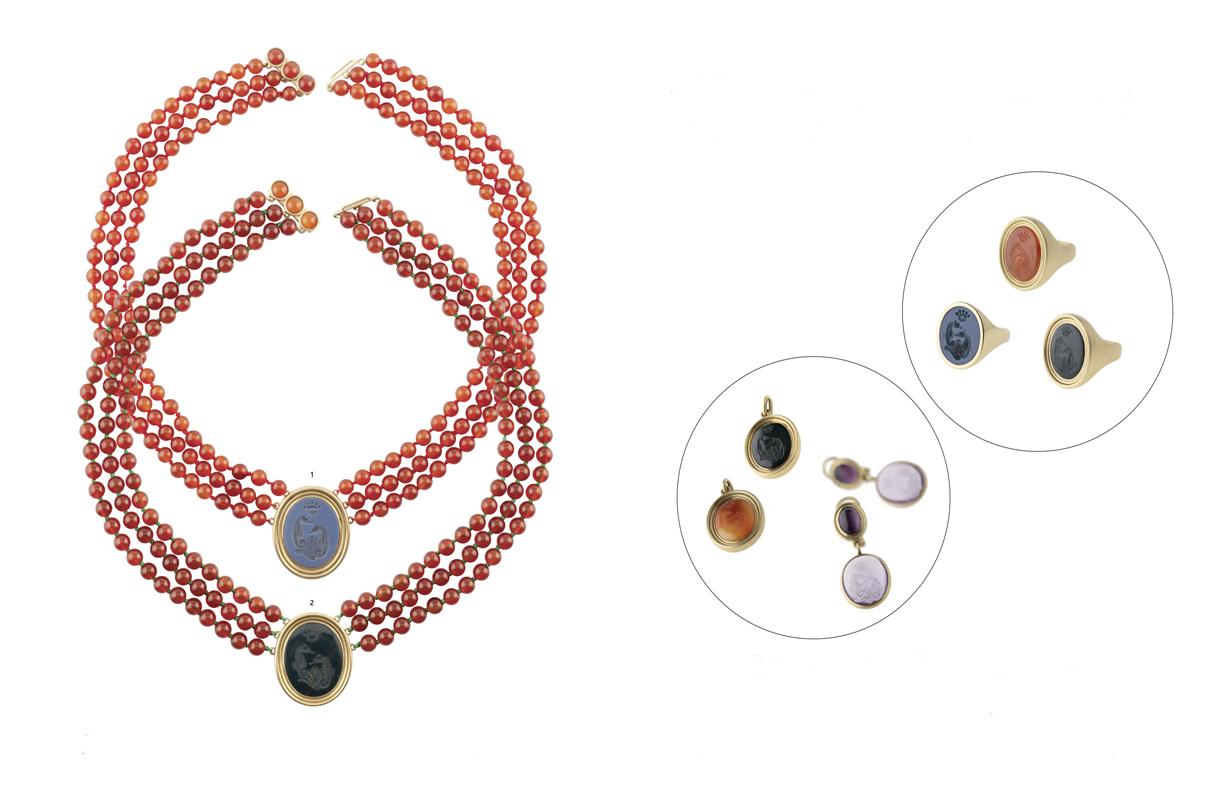 A la izquierda, dos collares de la colección 'Sesenta'. A la derecha, arriba, anillos de la serie 'Sesenta. Abajo, pendientes y medallas también de la serie 'Sesenta'.