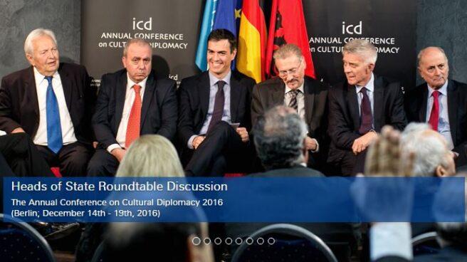 Pedro Sánchez, junto al resto de conferenciantes del ICD