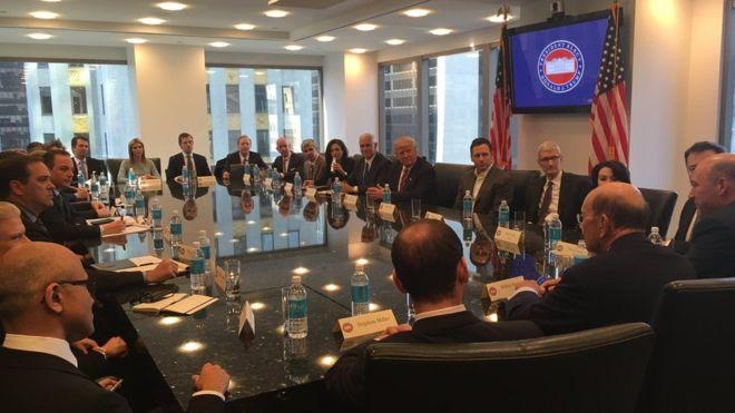 El presidente electo, Donald Trump, en la reunión con los líderes de la industria tecnológica.