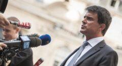 El actual primer ministro francés, Manuel Valls, responde a los medios.
