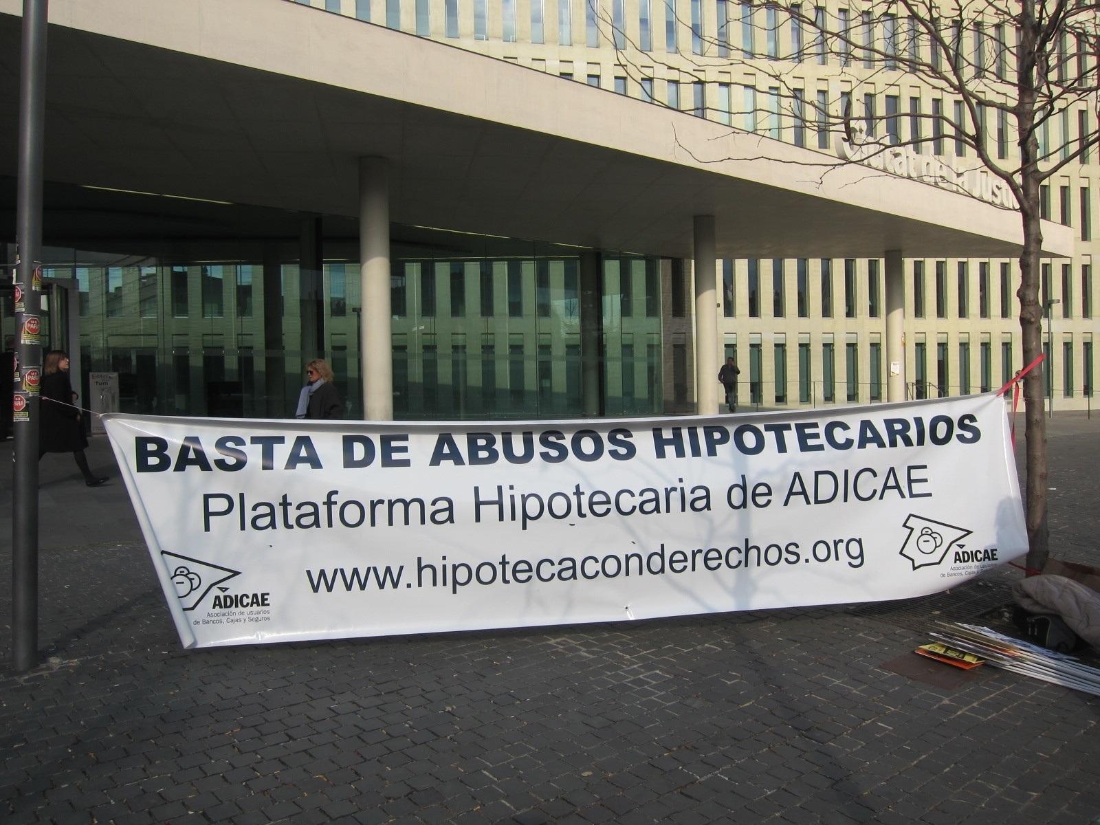 Protesta de Adicae contra los abusos hipotecarios.