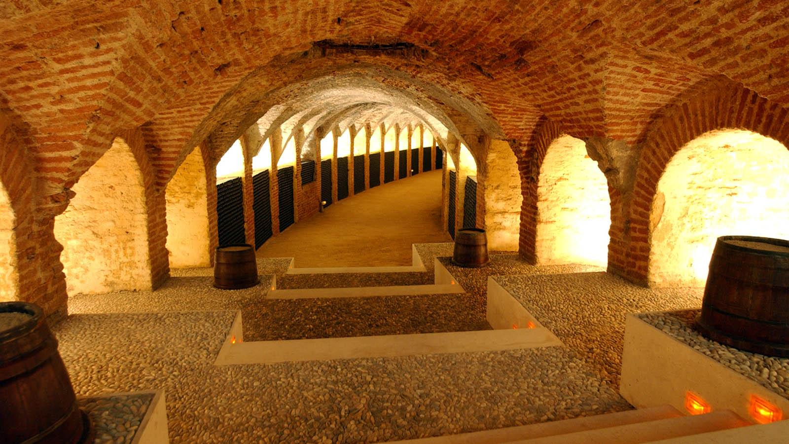 Bodega de Carlos III. El final de la galería subterránea es el lagar, que fue completamente restaurado en el año 2000. Los inquilinos anteriores echaron cemento sobre la rampa de acceso.