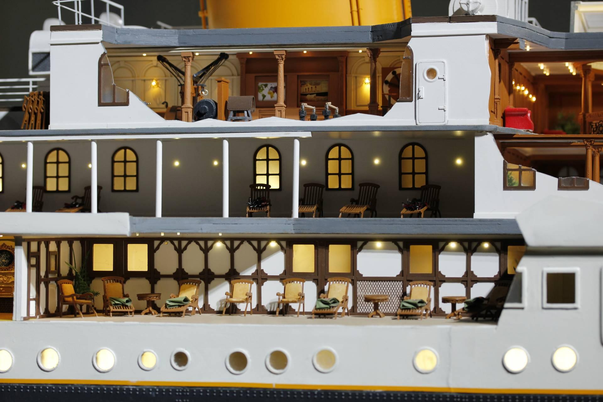 La sección de estribor permite ver cómo eran los camarotes, el gimnasio y las terrazas para tomar el sol de los viajeros de primera clase.