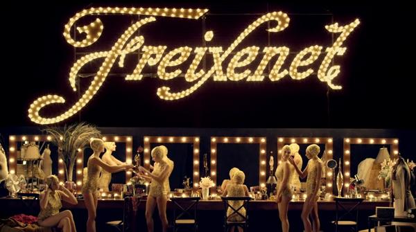 Imagen de una campaña publicitaria navideña de Freixenet.