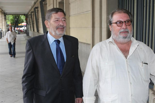 Javier Guerrero, precedido por su abogado, en una de sus citaciones en el juzgado sevillano que instruye el 'caso ERE'.