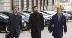 Oleguer Pujol, acompañado de sus abogados, a su llegada a la Audiencia Nacional.