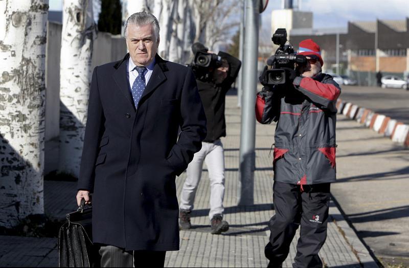 Luis Bárcenas, a su llegada a una declaración en el juicio de Gürtel.