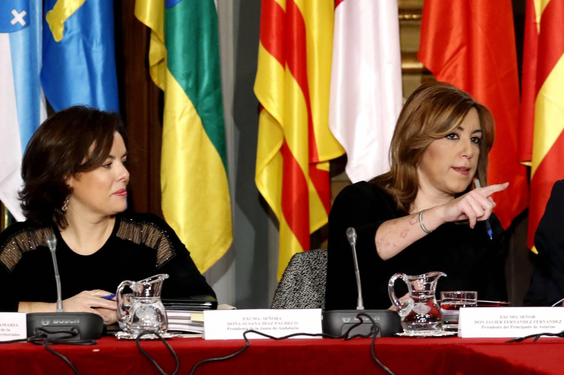 Conferencia de Presidentes. Soraya Saenz de Santamaria y Susana Diaz