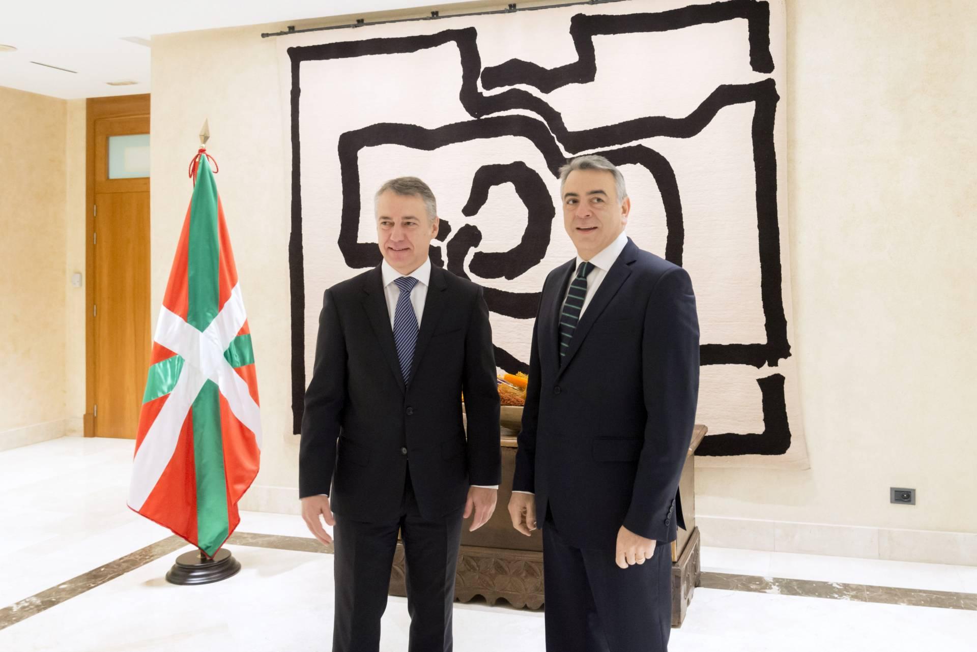 El lehendakari, Iñigo Urkullu, y el nuevo delegado del Gobierno en el País Vasco, Javier de Andrés.