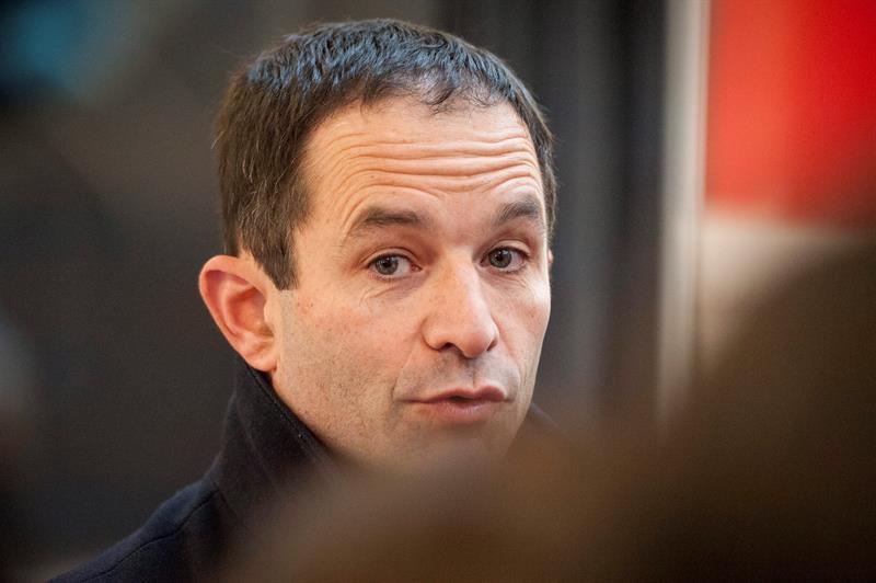 Benoît Hamon, vencedor de las primarias socialistas en Francia, frente a Manuel Valls