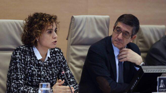 La ministra de Sanidad, Dolors Montserrat, junto a Patxi López, presidente de la comisión de Sandidad y Asuntos Sociales del Congreso de los Diputados.