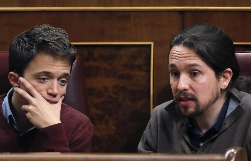 Íñigo Errejón y Pablo Iglesias, durante una sesión en el Congreso.