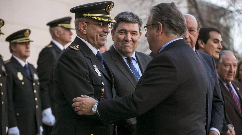 Juan Ignacio Zoido saluda a Florentino Villabona.