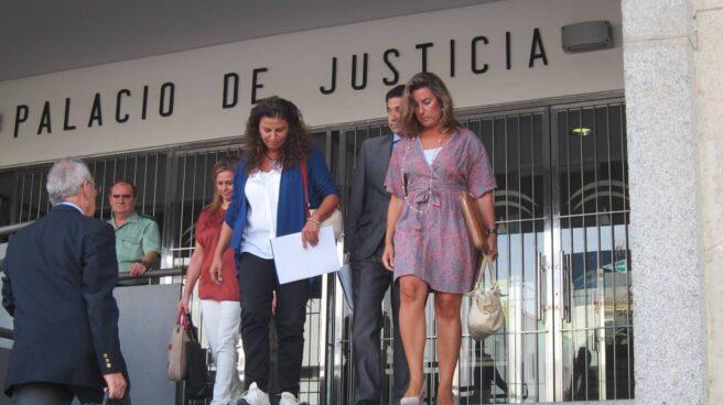 La Viceconsejera de la Junta de Andalucía, María José Asensio, a la salida del juzgado.