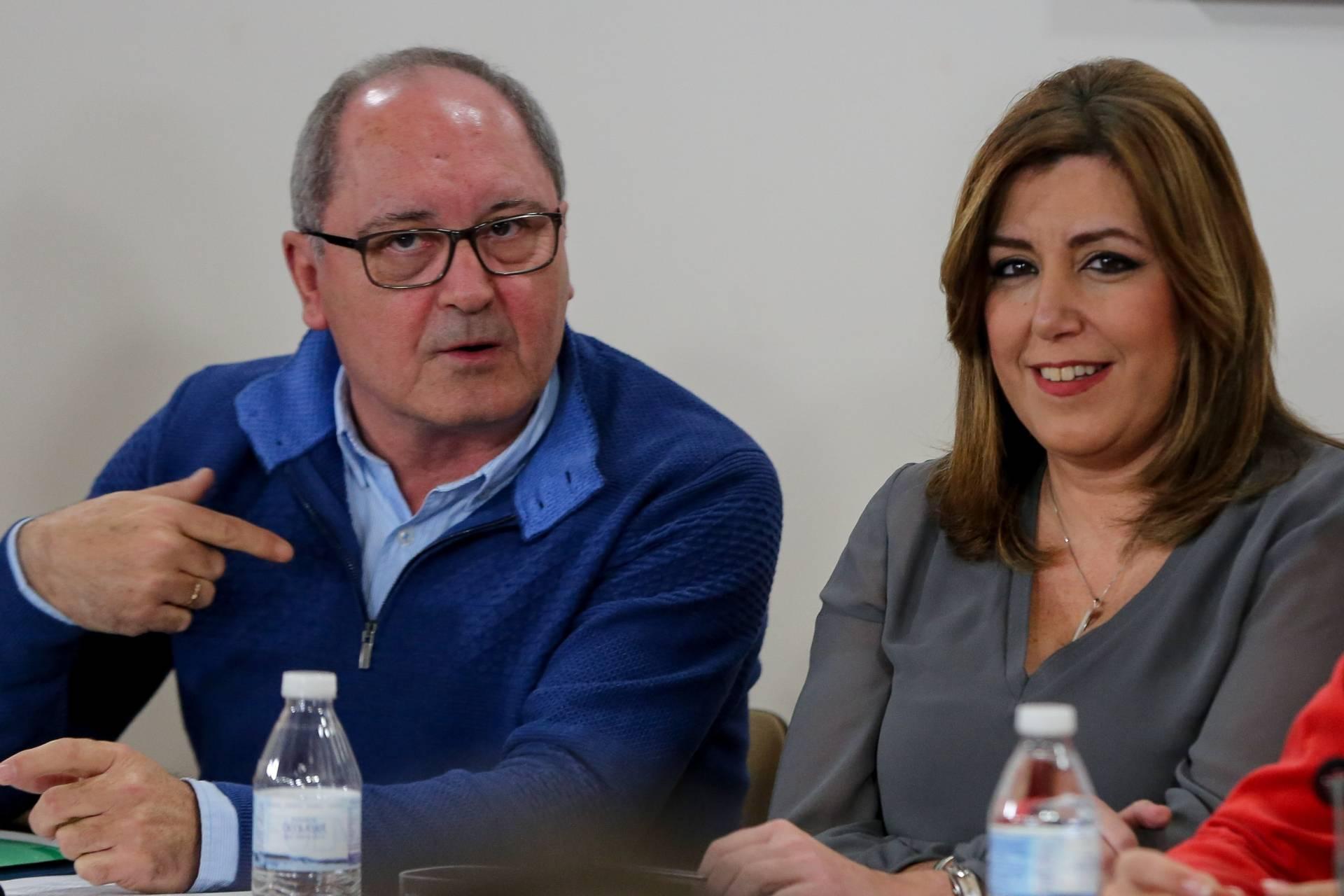 El secretario de Organización del PSOE-A, Juan Cornejo, junto a Susana Díaz.