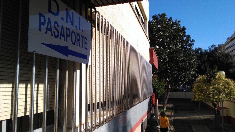 Oficina de expedición del DNI y pasaporte en Sevilla.
