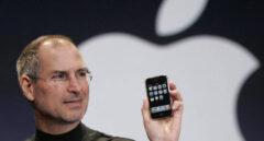 El creador del iPhone, Steve Jobs, durante la primera presentación del dispositivo.