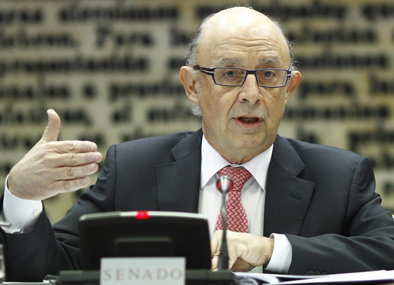 El ministro de Hacienda, Cristóbal Montoro, durante su comparecencia en el Senado.