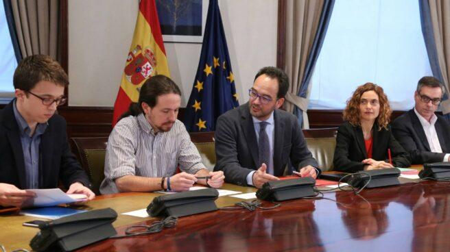 Reunión a tres entre PSOE, Podemos y Ciudadanos.