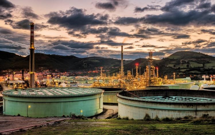 Vista general de las instalaciones de la refinerÌa de Petronor, situada en Muskiz, Bilbao.