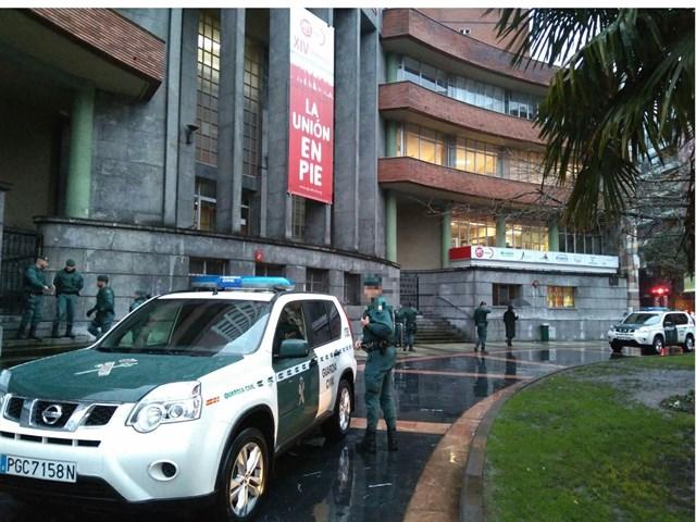 La Guardia Civil registra la sede de UGT-Asturias en Oviedo.
